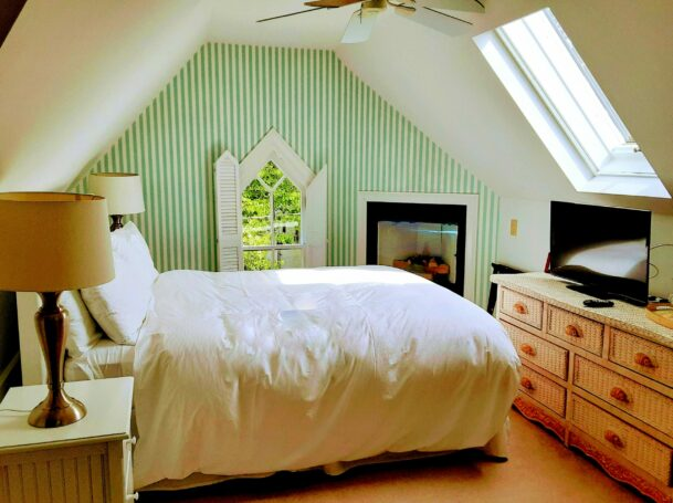 A guest room in the attic with a low vaulted ceiling