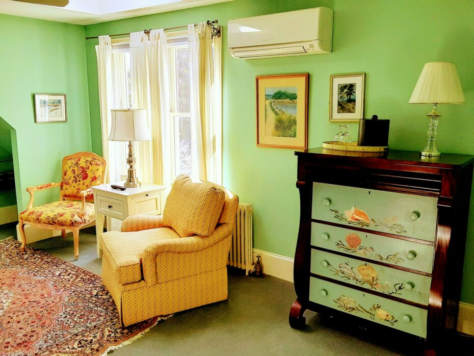 S sitting area with a shell painted chest of drawers